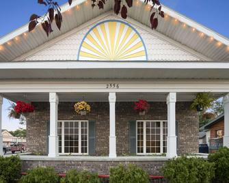 Days Inn by Wyndham Grayling - Grayling - Building