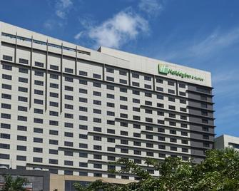 Holiday Inn & Suites Makati - Makati - Gebäude
