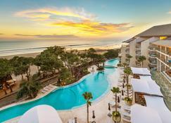 Double-Six Luxury Hotel - Kuta - Piscina
