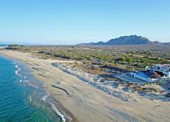 Oceanfront Getaway Near Cabo Pulmo: Villa Bahia de los Frailes - Los Frailes - Outdoors view
