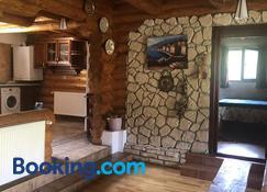Hot Tub Chalet Retreat - Braşov - Salon