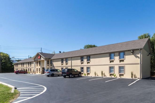Econo Lodge Harrisburg - Harrisburg - Building