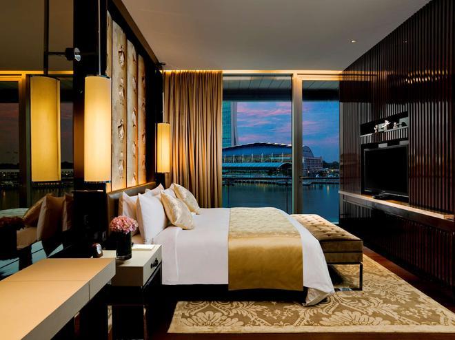 The Fullerton Bay Hotel - Singapore - Bedroom