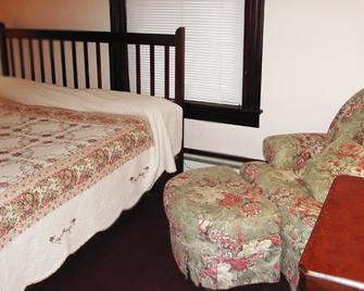 Our Guest Inn and Suites - Downtown - Port Clinton - Bedroom