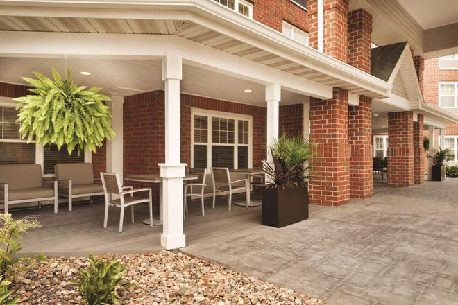 Country Inn & Suites by Radisson, Des Moines W, IA - Clive - Patio