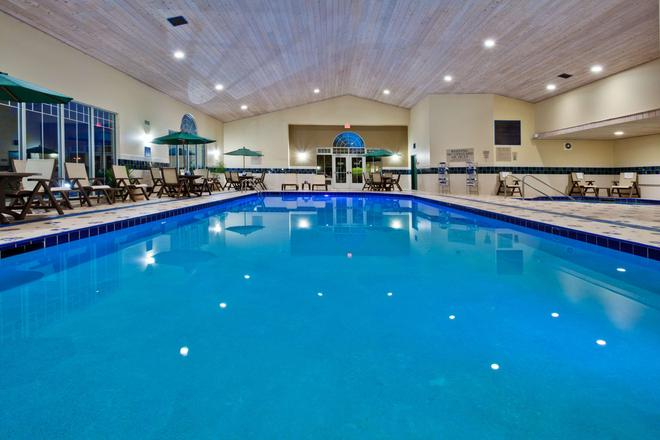 Country Inn & Suites by Radisson, Des Moines W, IA - Clive - Piscina