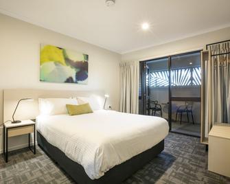 Nightcap at Kawana Waters Hotel - Buddina - Bedroom