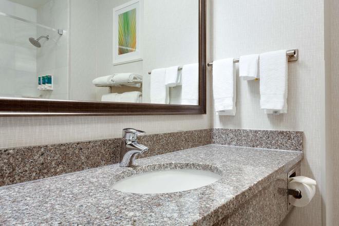 Drury Inn & Suites Greenville - Greenville - Bathroom