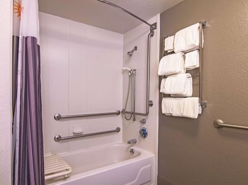 La Quinta Inn & Suites by Wyndham Oklahoma City Norman - Norman - Phòng tắm