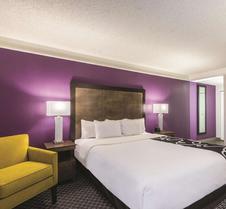 La Quinta Inn & Suites by Wyndham Cincinnati Sharonville