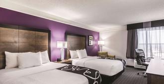 La Quinta Inn & Suites by Wyndham Cincinnati Sharonville - Cincinnati - Phòng ngủ
