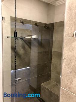 Belaire Suites - Durban - Bathroom