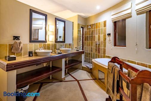 Blue Jay Lodge - Hazyview - Bathroom