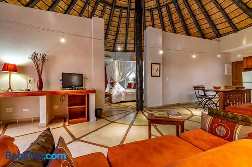 Blue Jay Lodge - Hazyview - Living room