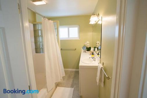 Aurora Park Cottages - Calistoga - Bathroom
