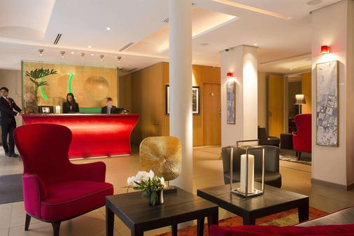 Hotel Le Six - Paris - Front desk