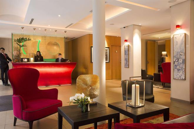 Hotel Le Six - Paris - Front desk