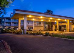 Best Western Plus Garden Court Inn - Fremont - Building