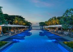Crimson Resort and Spa Mactan - Lapu-Lapu City - Pool