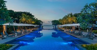 Crimson Resort and Spa Mactan - Lapu-Lapu City - Piscina