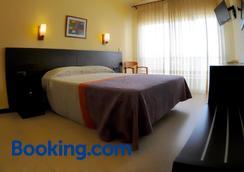 Hotel Gr92 - Torroella de Montgrí - Bedroom