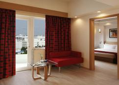 Red Fox Hotel, Delhi Airport - New Delhi - Living room