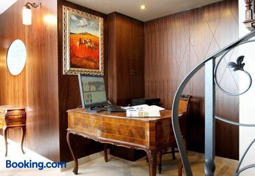 Vela Vrata Hotel - Buzet - Front desk