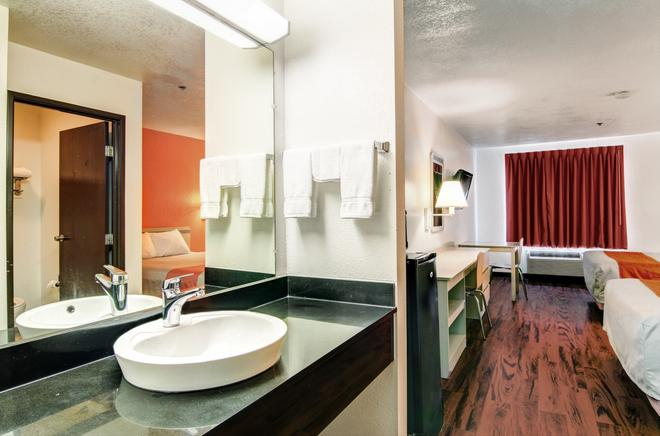 Motel 6 Columbia - East - Columbia - Bathroom