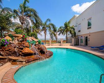 Quality Inn and Suites - Robstown - Pool