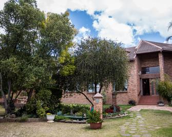 Jenny's Guest House - Grahamstown - Outdoors view