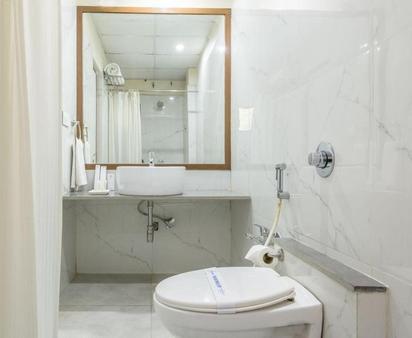 Treebo Vice President - Ahmedabad - Bathroom