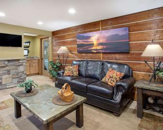 Travelodge by Wyndham Gardiner Yellowstone Park North - Gardiner - Living room