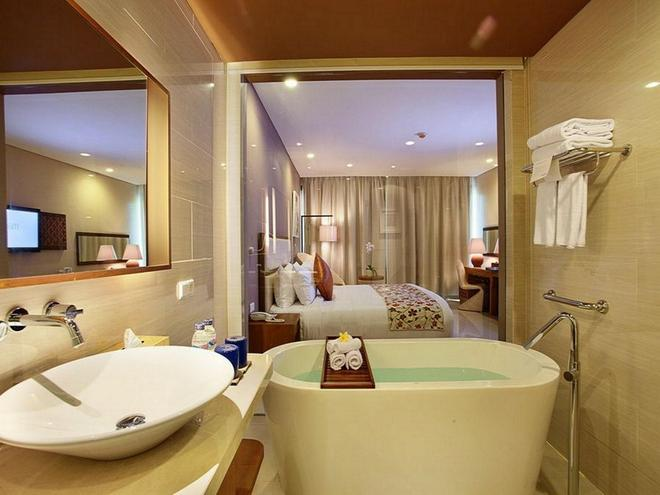 Vouk Hotel & Suites - South Kuta - Baño