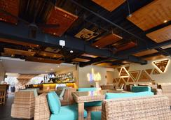 Vouk Hotel & Suites - South Kuta - Bar