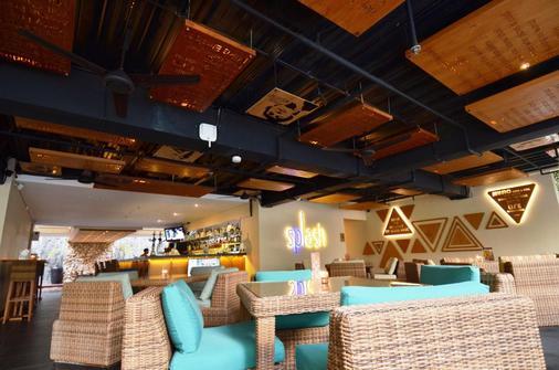 Vouk Hotel & Suites - South Kuta - Bar