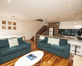 7 Falls Apartments - Apollo Bay - Living room