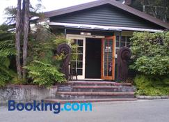 Creel Lodge - Turangi - Building