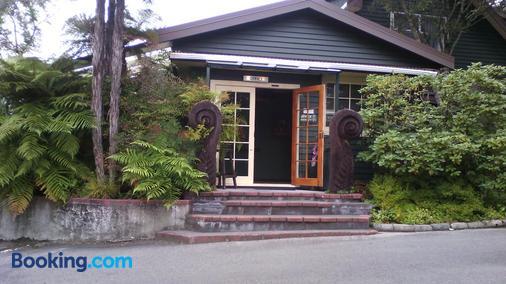 Creel Lodge - Turangi - Building