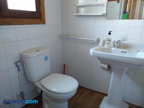 Albergue El Último Bucardo - Broto - Bathroom