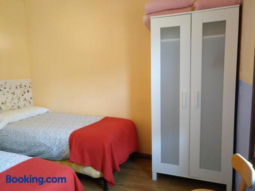 Albergue El Último Bucardo - Broto - Bedroom