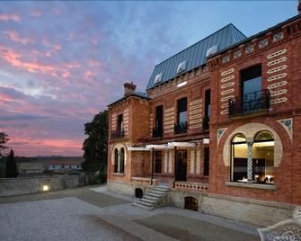Hotel Villa Clementina - Longuida - Building