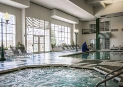 Comfort Suites Appleton Airport - Appleton - Bể bơi