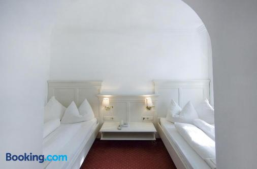 Hotel Post - Burghausen - Bedroom
