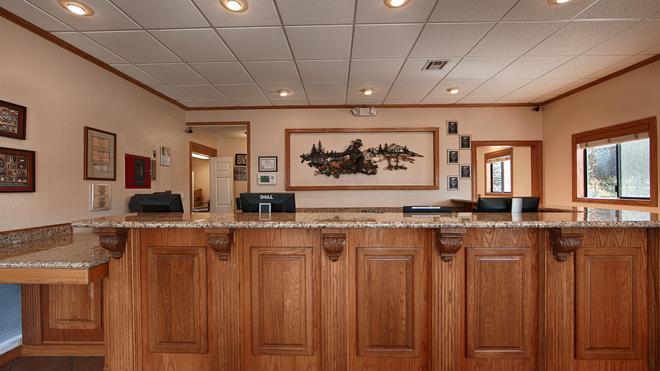 Best Western Miner's Inn - Yreka - Lobby