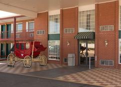 Travelodge by Wyndham Ogallala - Ogallala - Building