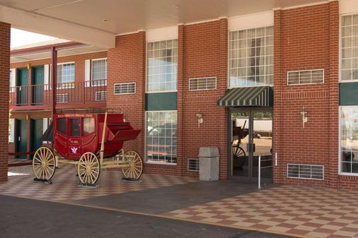 Travelodge by Wyndham Ogallala - Ogallala - Gebäude