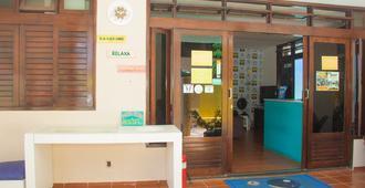Hostel e Pousada Ponta Verde - Maceió - Front desk