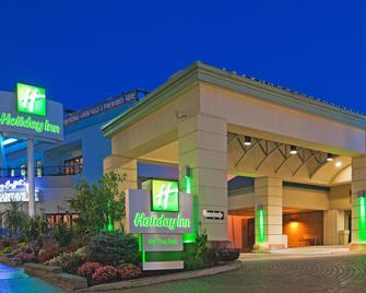Holiday Inn Niagara Falls - By The Falls - Niagara Falls - Building