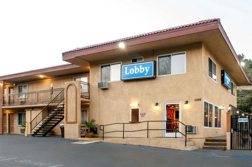 Rodeway Inn San Diego Near Qualcomm Stadium - San Diego - Building