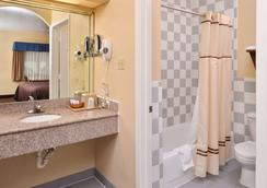 Americas Best Value Inn-Baytown - Baytown - Phòng tắm
